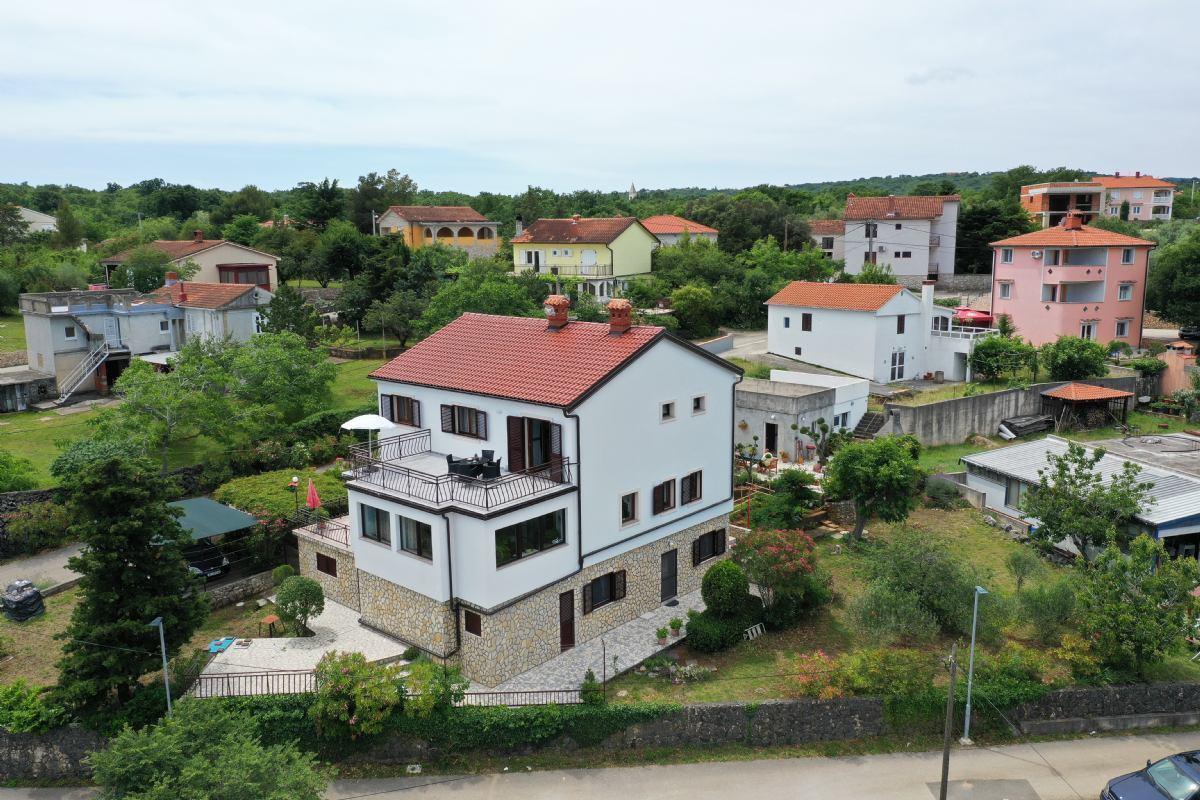 Apartmani Navy  Olivia otok Krk Polje