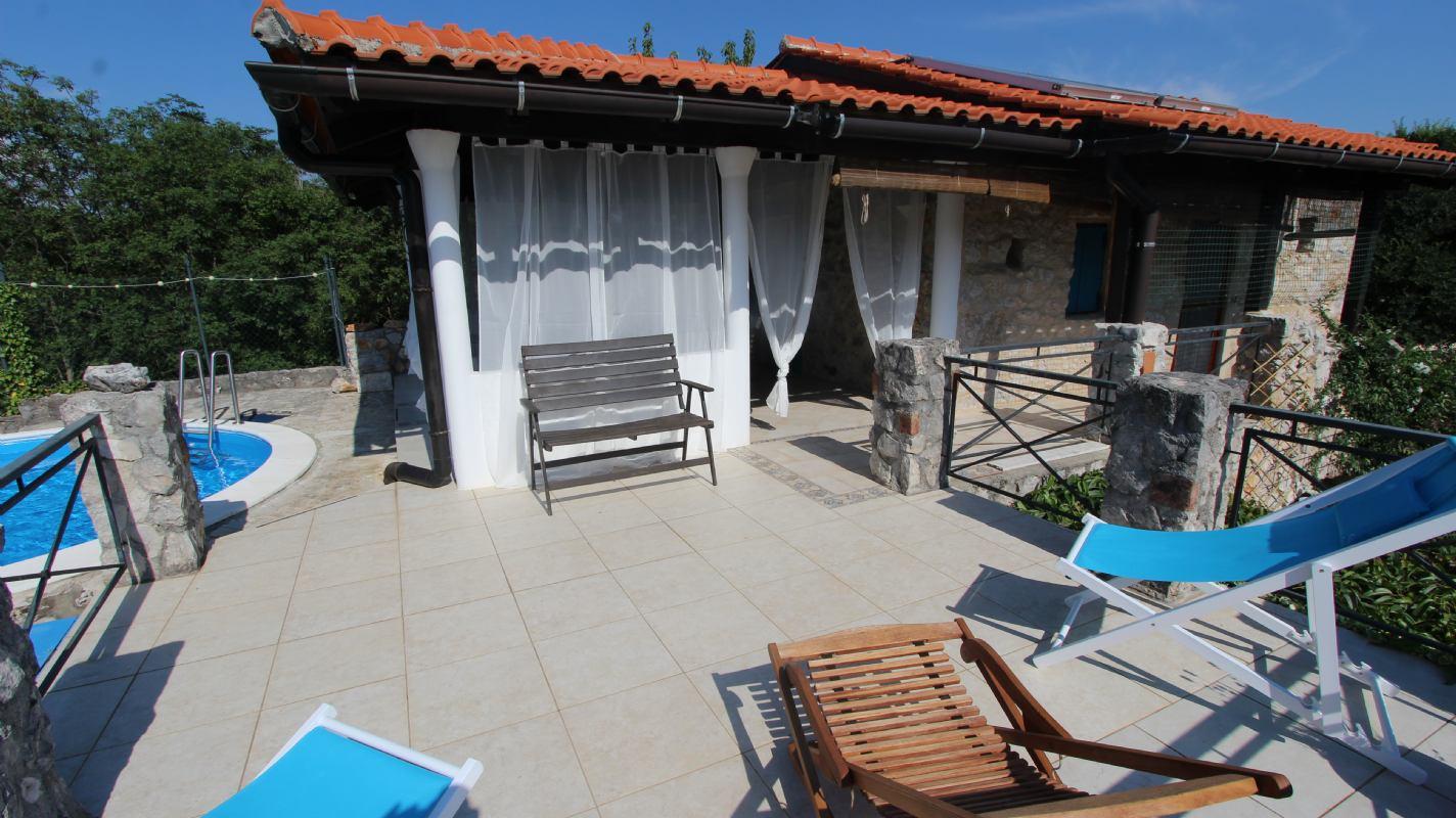Pet friendly kuća za odmor Nana s bazenom otok Krk Gabonjin