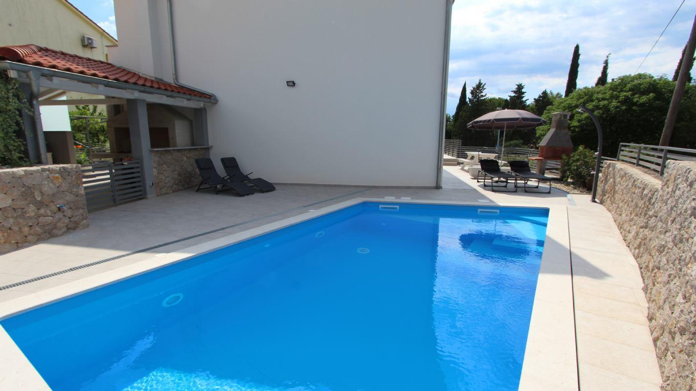 Appartamenti Pivas con la piscina, Isola di Krk, Malinska