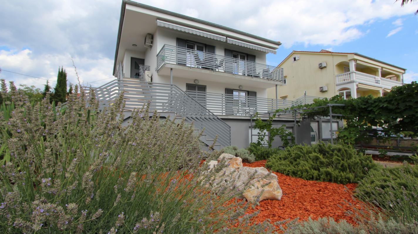 Apartmani Pivas s bazenomotok KrkMalinska